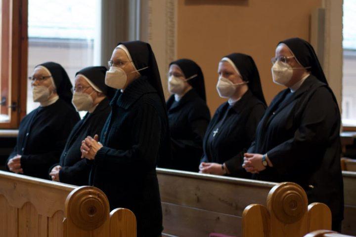 sestry svatého kříže